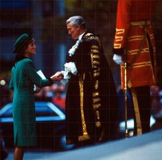 1988-10-19 Diana arrives at St Paul's Cathedral for the Annual National Service for Seafarers