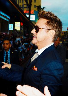 Robert Downey Jr's profile is probably the most beautiful things ever.
