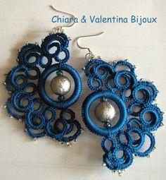 Needle tatting technique earring, customizable color and stones. 100% cotton yarn, wide range of colors. Very elegant and feasible jewel