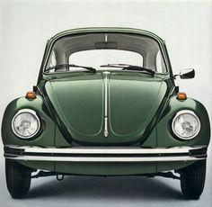 Design is fine. History is mine. Volkswagen Beetle Vintage, Volkswagon Van, Volkswagen Routan, Vw T1, Volkswagen Transporter, Vw Super Beetle, Beetle Car, Vw Classic, Bicycle Painting