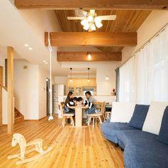 オーナー様、暮らしのひとコマ。#アイジースタイルハウス #igstylehouse #家 #注文住宅 #マイホーム #健康住宅 #自然素材の家 #0宣言の家 #自然素材 #自然 #無垢 #経年美化 #livingroom #sofa #lighting #rockinghorse #かわいい #インテリア #lighting #シンプル #simple #natural #igshldk