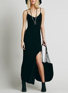 robe fendu à bretelle -Noir  11.95