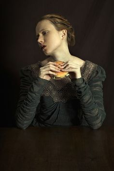 Romina Ressia BURGER Sourcing her inspiration in the painting of the old masters of the 14th to 17th centuries, such as Da Vinci, Raphael, Rembrandt, or Vermeer, Romina Ressia composes her photographs like a painter constructs a painting. Through the precise study of compositions and settings, she appropriates the representational codes of yesteryear. She nonetheless distinguishes her work through a highly contemporary and personal approach.
