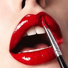 Ditch your serious morning look and wear smudged lipstick trend to rock your general appearance. Lipstick Shades, Lipstick Colors, Red Lipsticks, Makeup Lipstick, Lip Colors, Maroon Lipstick, Nars Cosmetics, Perfect Red Lips, Nice Lips
