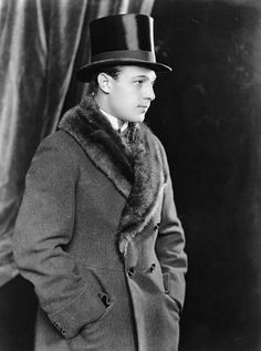 Rudolph Valentino (May 1895 – August Rudolph Valentino, Mens Overcoat, Silent Film Stars, Retro Futuristic, Most Beautiful Man, Vintage Hollywood, Mad Men, Stylish Men, Fur Trim