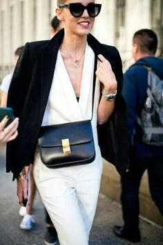 Stylist black and white! Glamour, Celine, Stylists, Street Style, Black And White, Chic, Bags, Outfits, Shopping
