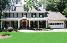 Grey Exterior Paint, White Trim, Black Shutters, and a Red Door. Color schemes for painting the house. Exterior Gris, Exterior Gray Paint, Exterior Paint Colors For House, Exterior Siding, Paint Colors For Home, Exterior Design, Paint Colours, Exterior Colors, Grey Siding