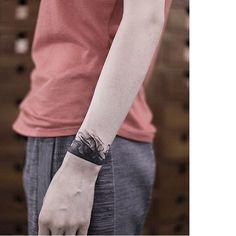 The Smoky Blackwork Tattoos Of Roman Melnikov Wrist Band Tattoo, Cuff Tattoo, Tattoo Bracelet, Wrist Tattoos, Arm Tattoo, Body Art Tattoos, Sleeve Tattoos, Tatoos, Baby Tattoos