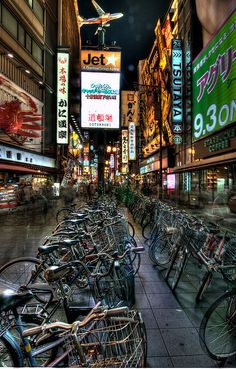 Osaka, Japan looks like Leuven with all the bicycles (lijkt Leuven wel, met al die fietsen) Yokohama, Japon Tokyo, Osaka Japan, The Places Youll Go, Places To See, Japan Kultur, Photo Japon, Beautiful World, Beautiful Places