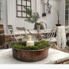 Enjoying a rustic style Christmas is all the trend at this moment! Check out this gallery of Christmas decorations! Handmade Christmas Decorations, Rustic Christmas, Halloween Decorations, Table Decorations, Holiday Decor, Scandinavian Garden, Scandinavian Design, Rustic Style, Rustic Decor