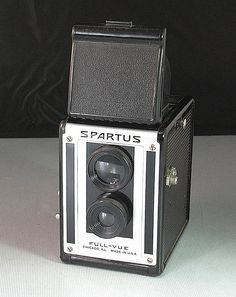 The Spartus full vue is a bakelite pseudo tlr that uses 120 film. 120 film is readily available online. This camera was produced in the 1940s.  It features shutter speeds of instant and time and one aperture opening. This one is in working condition and pristine cosmetic condition. The mirror has some spots on it and dust. The clear glass viewfinder is very bright.  The original box is in good condition, but does have some tears and scuffs on the surface.  Its a fun and simple camera to use…