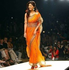 shilpa shetty looks gorgeous in half float and half tucked style saree