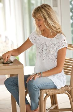 love this outfit and wear a version of it a lot--peasant-ish blouse and slim jeans. Could wear that outfit everyday and feel very comfortable Casual Outfits, Summer Outfits, Cute Outfits, Fashion Outfits, Womens Fashion, Plus Size Shirts, Plus Size Blouses, Everyday Fashion, Dress To Impress