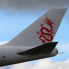 Dramatic skies: Tail fin of Dragonair Cargo Boeing (SF) B-KAB on short final for runway Commercial Plane, Commercial Aircraft, Dragonair, Airline Logo, Cathay Pacific, Cargo Airlines, Boeing 747, Nose Art, Fighter Jets