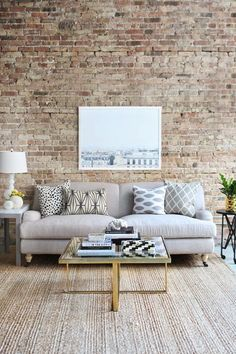 There are many options to use exposed brick walls in the interior design to give a different style and look. Here are 19 stunning interior brick wall ideas. Home Living Room, Apartment Living, Living Room Decor, Living Spaces, Dining Room, Dream Apartment, Decoration Inspiration, Decor Ideas, Art Decor