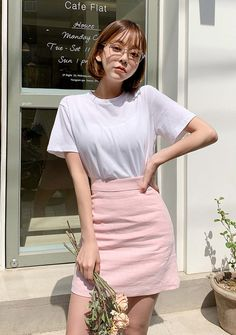 Refreshing Linen Style T-Shirt - I know you wanna kiss me. Thank you for visiting CHUU. Short Hair Outfits, Girl Outfits, Fashion Outfits, Korean Girl Fashion, Ulzzang Fashion, Korean Short Hair, Shot Hair Styles, Ulzzang Korean Girl, Romper With Skirt