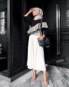 """2,125 Likes, 5 Comments - Minimal Is Chic (@lilfaraaaah) on Instagram: """"Haya blouse in pink ✌ @calaqisya"""""""