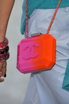 Le Sac, C& Chic: The Best Bags from Paris Fashion Week Spring Chanel Spring 2014 Luxury Purses, Luxury Bags, Chanel Handbags, Purses And Handbags, Handbags 2014, Cake Chanel, Chanel Clutch, Fashion Bags, Fashion Accessories