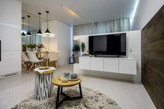 Modern lakberendezés új építésű kis lakásban - 39m2-es keskeny egyszobás tér ügyes kialakítása - zónák, funkcionalitás Living Room Kitchen, Condo, Flat Screen, Bedroom, Modern, Inspiration, Home, Design, Sweet