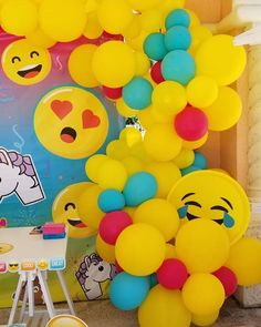 Happy Emoji day!! • • #balloons #party #partyballoons #miamikids #miami #maggiecreativedesign #qualatex #broward #miamidade…