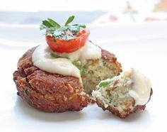 Low-Carb Falafel with Tahini Sauce. Finally, a chickpea-free falafel recipe! Gluten Free Recipes, Low Carb Recipes, Vegan Recipes, Cooking Recipes, Meatless Recipes, Keto Vegan, Vegetarian Keto, Low Carb Hummus, Low Carb Keto