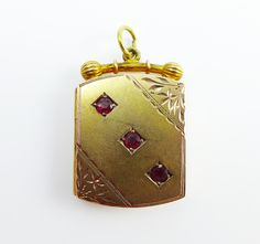 Victorian 9ct garnet locket