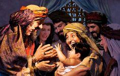 Noemí sosteniendo en sus brazos al hijo de Rut y Boaz mientras otros lo observan