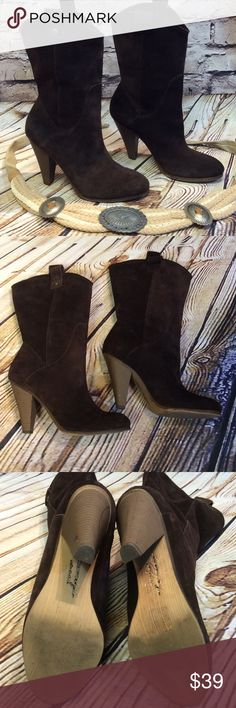 SZ 8.5 AMERICAN EAGLE OUTFITTERS BROWN SUEDE BOOTS Very nice gently used western style boots. Normal wear on the sole, a couple of marks on the heels. Leather is in very nice condition American Eagle Outfitters Shoes Heeled Boots