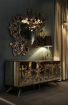 The opulent Addicta mirror displays the rich shape of the traditional Venetian mirror