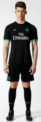 La base negra de la Nueva camisetas de Real Madrid baratas 17-18 de visitante se combina con los detalles del trullo brillante.  Oficialmente llamado 'Aero Reef', este color está inspirado en el azul del escudo de armas de Madrid.