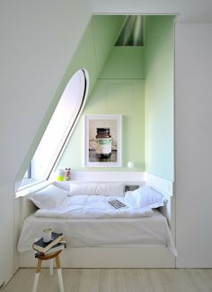 homedesigning: (via Skyhouse: An New York Penthouse With Climbing Column & Slide!) homedesigning: (via Skyhouse: An New York Penthouse With Climbing Column & Slide! Alcove Bed, Bed Nook, Bedroom Alcove, Attic Bedrooms, Small Bedrooms, Nice Bedrooms, Attic Bedroom Small, Attic Playroom, Teen Bedrooms