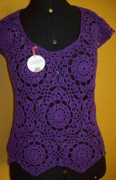 Blusa de crochê feito com linha de algodão. É indicado para usar na meia estação e verão, como saída de praia, com short ou bermuda. Pode ser feito nas cores desejadas.  Valor referente ao tamanho 38/40. R$150,00