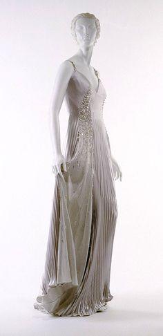 Evening gown, spring–summer 1996, Gianni Versace (Italian, 1946–97). The Metropolitan Museum of Art, New York. Gift of Donatella Versace, (1999)