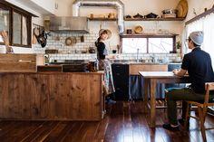「あかぎハイツ」の三代目となる赤城芳博さん、真樹子さんは、いろいろな地域からクリエイターを呼んでマーケットやイベントを開いたり、部屋を自分の手でフルリノベーションして暮らしています。お部屋の完成までの経緯やリノベーションの魅力についてお話しをうかがいました。