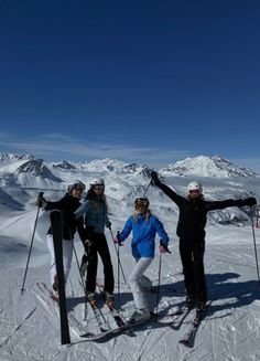 Ski And Snowboard, Snowboarding, Chalet Girl, Go Skiing, Mode Ootd, La Girl, Ski Season, Ski Holidays, Travel Aesthetic