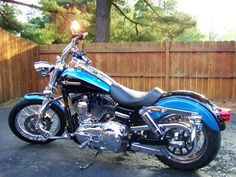 Dyna super glide custom black and blue