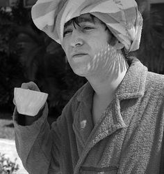 all-about-history: February. John Lennon drinking tea in Miami, Florida during The Beatles stay at the Deauville Hotel on Miami Beach. This photo goes along with a similar one under the tag 'John towel'. Beatles Love, Les Beatles, Beatles Photos, John Lennon Beatles, Beatles Band, Yoko Ono, Just Good Friends, The Fab Four, Ringo Starr