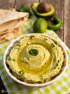 Hummus with Avocado. Hummus with avocado (in Romanian) Vegetarian Recipes, Cooking Recipes, Healthy Recipes, Clean Eating Recipes For Weight Loss, Hummus Recipe, Vol Au Vent, Pasta, Easy Meals, Food And Drink