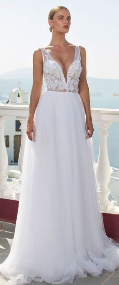 Beach Wedding Dress by Julie Vino from Santorini Collection 2016 / http://www.deerpearlflowers.com/beach-wedding-dresses-with-gorgeous-details/2/