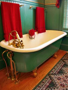 I forgot how much I love the Jean-Pierre Jeunet/Amelie combination of green and red. It's tricky avoiding Christmas-y overtones, but when it works it's so good. Also: gold fixtures! Clawfeet! GOLD clawfeet! Beautiful.