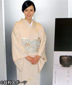 中谷美紀、楽焼茶わんにうっとり「ため息でるほど」 #着物 #Kimono