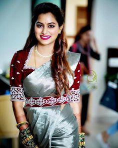 Blouse Designs High Neck, Simple Blouse Designs, Stylish Blouse Design, High Neck Blouse, Wedding Saree Blouse Designs, Silk Saree Blouse Designs, Blouse Patterns, Indian Blouse Designs, Silk Sarees