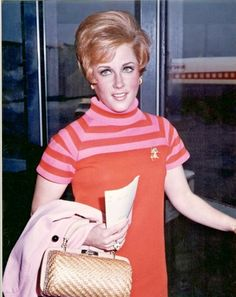 Lesley Gore late 60s Leslie Gore, Shes Amazing, Family Costumes, Bat Family, Only Fashion, My Music, Rock And Roll, Lollipops, Rainbows