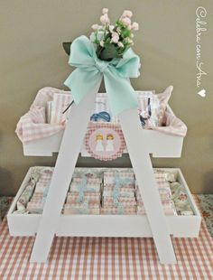 Celebra con Ana | Compartiendo experiencias creativas: Primera Comunión Shabby Chic Diy Soap Display, Candy Car, Butterfly Garden Party, Chocolate Wrapping, Gift Wraping, Baby Girl Baptism, Baby Shawer, Holidays And Events, Craft Fairs
