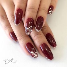 What Christmas manicure to choose for a festive mood - My Nails Plum Nails, Sparkly Nails, Christmas Gel Nails, Nagellack Design, Bridal Nail Art, Luxury Nails, Elegant Nails, Hot Nails, Nail Manicure