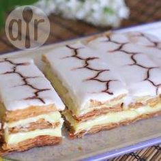 Mille feuille is a classic French dessert, and this recipe is deceptively easy to make! Using shop-bought puff pastry makes your life a lot easier, and you can make the pastry cream a day ahead of time. Vanilla Recipes, Sweet Recipes, Cake Recipes, Food Cakes, Cupcake Cakes, Cupcakes, Desserts Français, Classic French Desserts, Desserts Around The World