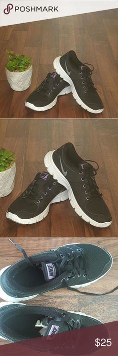 Size 8 womens Nike Lightly worn very good condition nikes. One shoe laces has the plastic part off other than tht these are great! Nike Shoes Sneakers