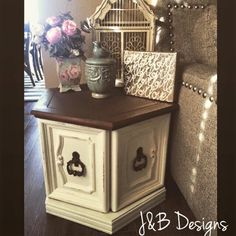 Refinished antique hexagon table in cream chalkpaint with an espresso top. Side Table Redo, Redo End Tables, Painted End Tables, End Table Makeover, A Table, Side Tables, Furniture Projects, Furniture Makeover, Diy Furniture