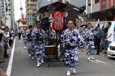 今年、復活を果たして巡行に参加した大舩鉾。お囃子だけ。10年程度かけて鉾を新調するとか。 祇園祭 京都 kyoto gion festival Baby Strollers, Spaces, Children, Baby Prams, Young Children, Boys, Kids, Prams, Strollers