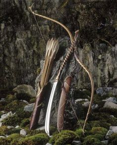 Oh, dude. Those weapons man. who else thinks that Legolas's weapons are totally awesome?